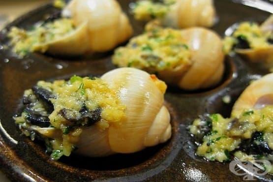 Консервирани охлюви с масло, чесън, лук и магданоз - изображение