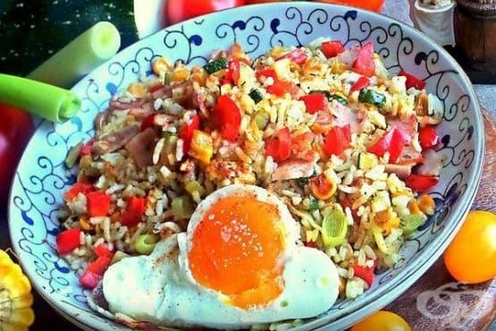 Ориз с бекон, праз и тиквички - изображение
