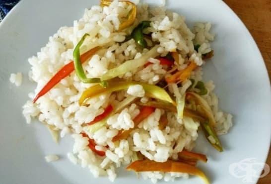 Ориз с чушки, чесън и лук - изображение