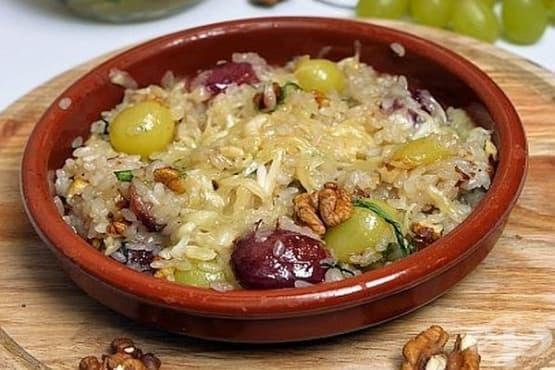 Сладък ориз с грозде, орехи и козе сирене - изображение