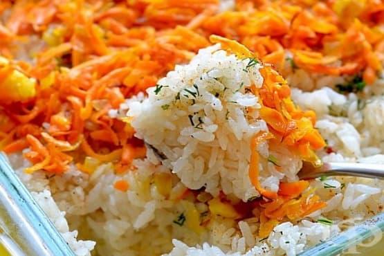 Ориз с лук и моркови на фурна - изображение