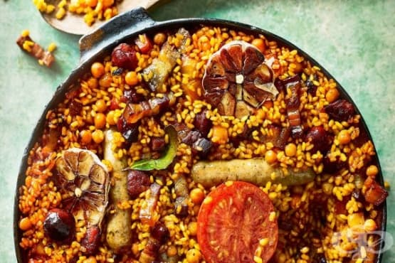 Запечен ориз с наденици и бекон - изображение
