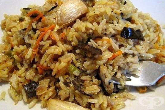 Ориз с патладжани със соев сос, чесън и риган - изображение