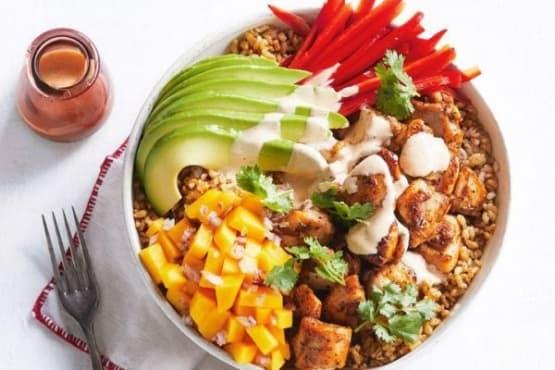Ориз с пилешко, манго и авокадо - изображение