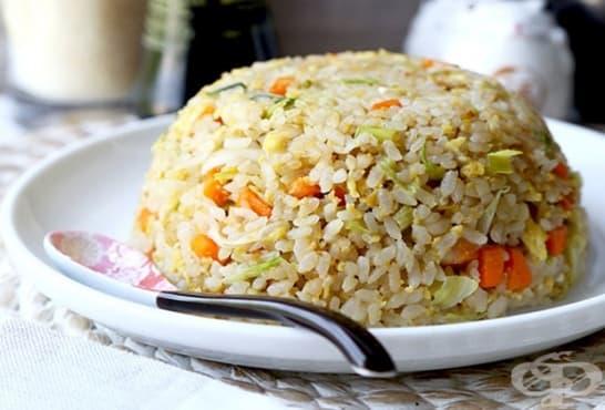Праз с ориз по китайски с айсберг, зеленчуци и яйца - изображение