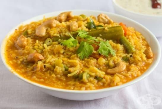 Ориз със зеленчуци, стафиди и кашу - изображение