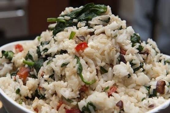 Ориз със спанак, чесън и сирене - изображение
