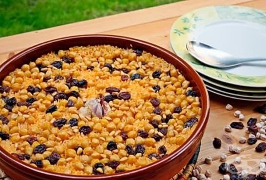 Ориз с нахут, стафиди и кедрови ядки - изображение