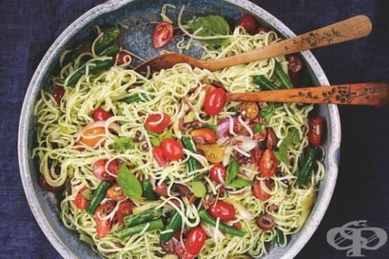Оризови спагети със зелен боб и чери домати - изображение