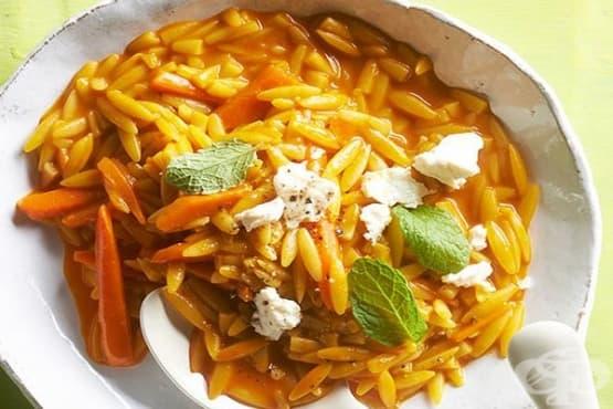 Паста орзо с моркови и сирене - изображение