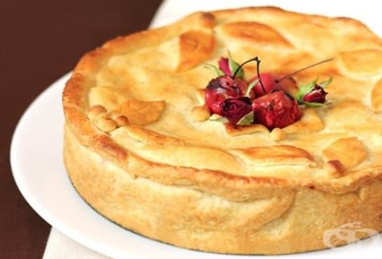 Меден пай с ябълки, круши и ядки - изображение