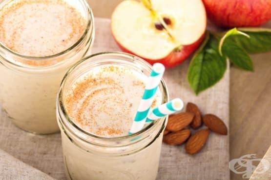 Смути с ябълки, банан и бадеми - изображение