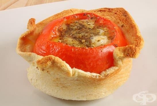 Пълнени печени домати в хлебчета - изображение