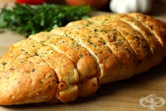 Пълнен хляб с пикантно пилешко и чушки - изображение