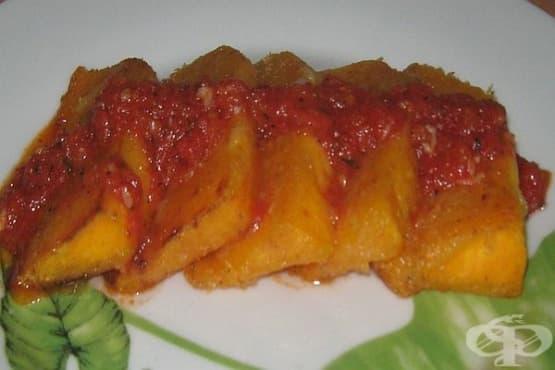 Панирана тиква с доматен сос - изображение
