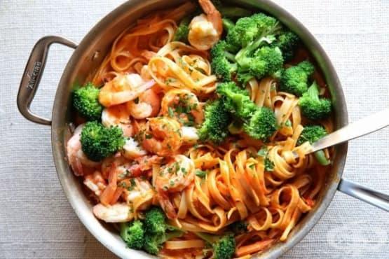 Паста със скариди и броколи - изображение