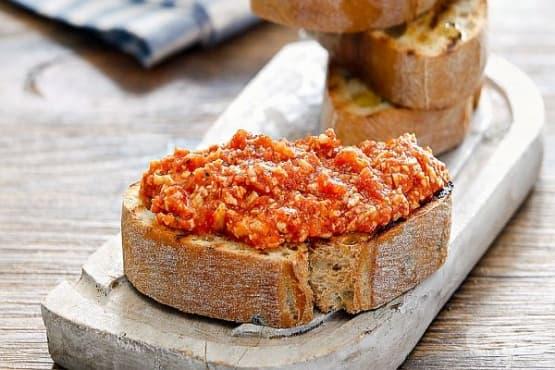 Пастет от козе/овче сирене с домати и чесън - изображение