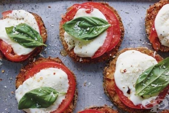 Панирани патладжани с домати и моцарела - изображение