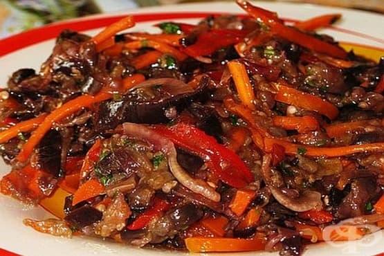 Патладжани по корейски (с моркови, лук и чесън) - изображение