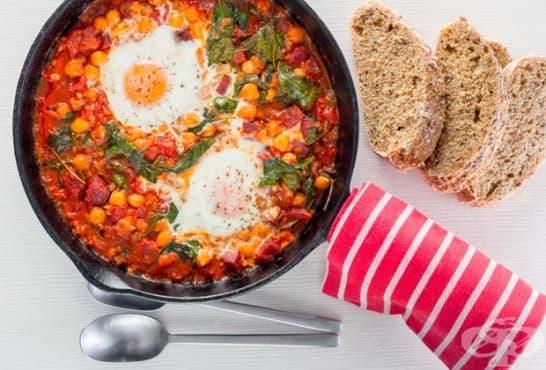 Печен нахут с доматен сос и яйца - изображение