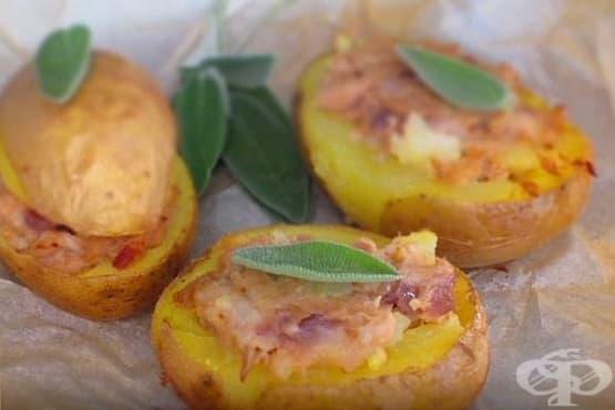 Печени картофи с плънка от риба тон и лук - изображение