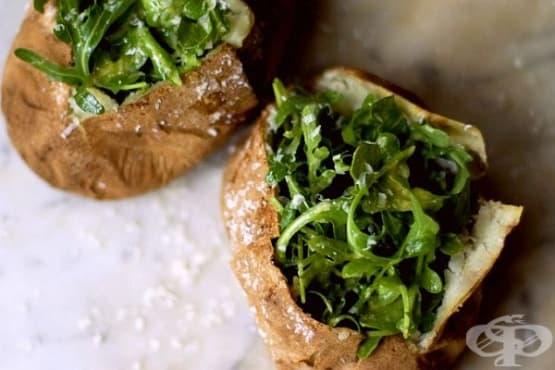Печени цели картофи с рукола и сос от пармезан и горчица - изображение