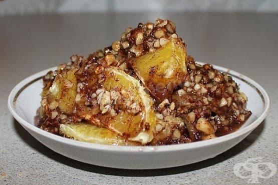 Печени портокали с орехи, мед и канела - изображение