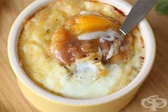 Яйчени гювечета с боб и сирене Чедър - изображение