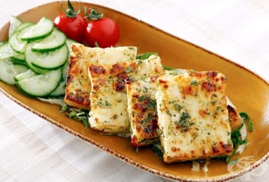 Печено сирене Халуми с билкова коричка - изображение
