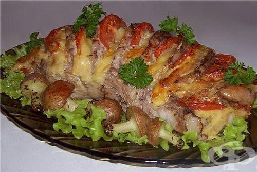 Печено свинско филе с домати, кашкавал и чесън - изображение