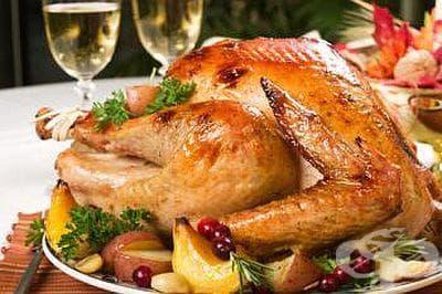 Печено пиле с ябълки, сушени сини сливи и мед - изображение
