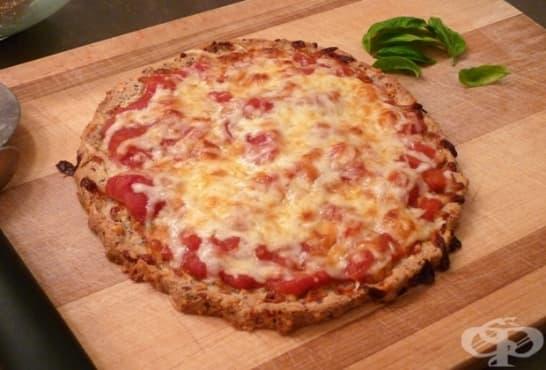 Пица от бадемов блат с шунка и кашкавал - изображение