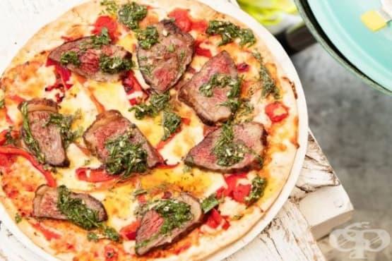 Пица на плоча с пържола - изображение