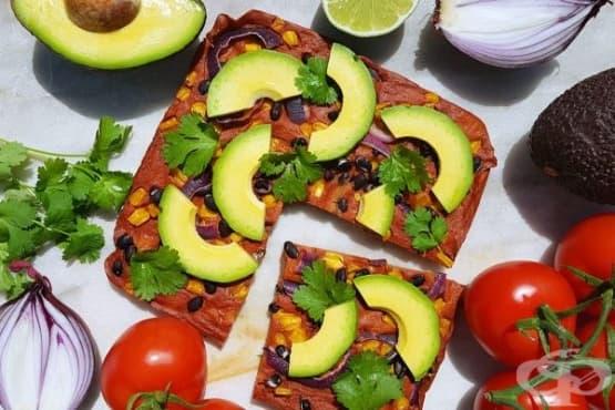 Пица с боб и царевица върху блат от киноа - изображение