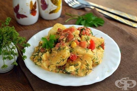 Пикантна картофена салата с чесън, яйца и копър - изображение