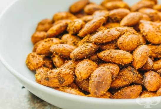 Пикантни печени бадеми с чесън и пушен пипер - изображение