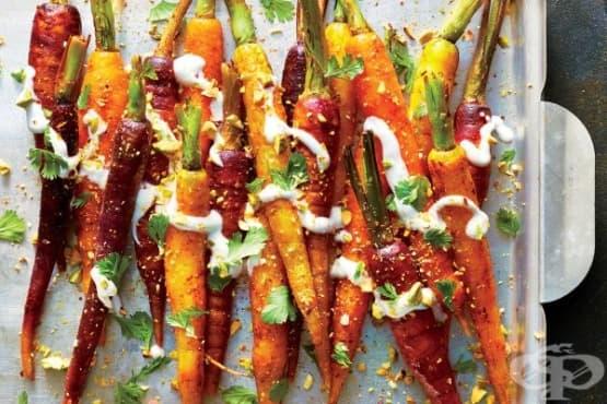 Пикантни печени моркови с дип от заквасена сметана - изображение