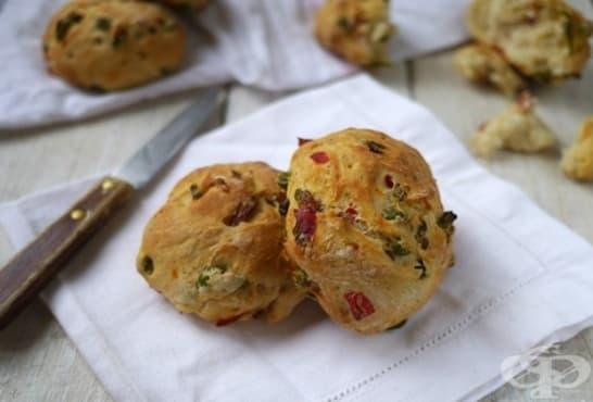 Пикантни зеленчукови питки от царевично брашно - изображение