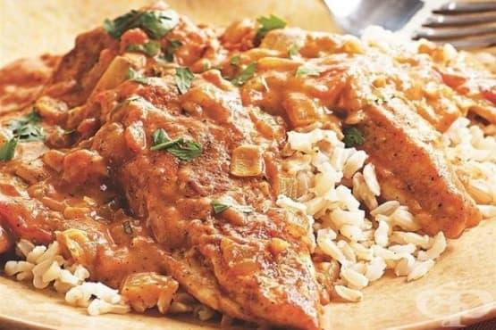 Пилешко с гарам масала, куркума и доматен сос - изображение