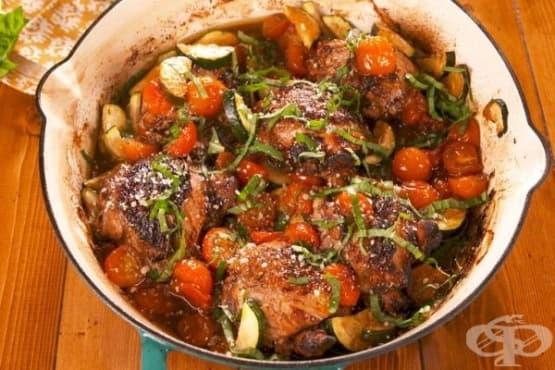 Пилешки бутчета с чери домати и тиквички - изображение