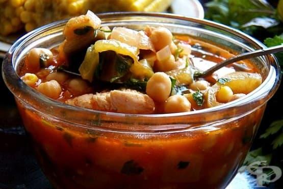 Пилешка супа с нахут, зеленчуци и доматено пюре - изображение