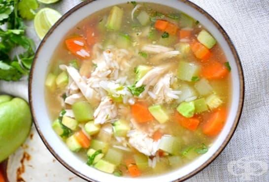 Пилешка супа с ориз, тиквички и зеленчуци - изображение