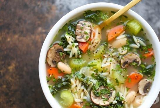 Зеленчукова супа с боб, гъби и орзо - изображение