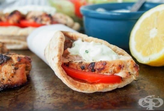 Пилешки гироси с гръцка млечна салата - изображение