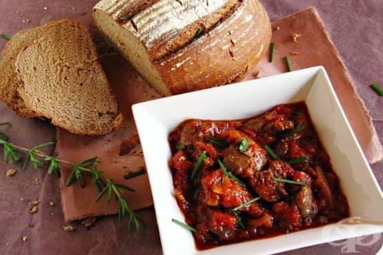 Пикантни пилешки воденички на фурна в доматен сос - изображение
