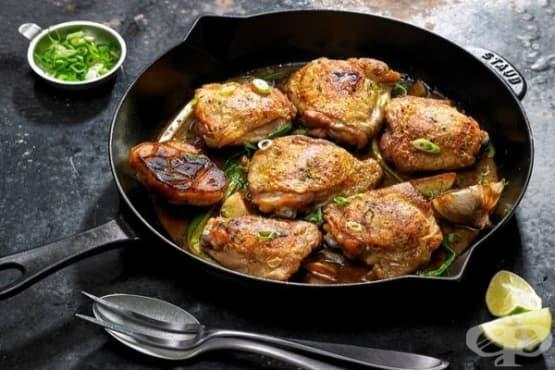 Пилешки крилца със зелен лук и лимон - изображение