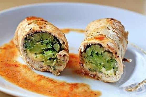 Пилешки рулца с плънка от броколи и топено сирене - изображение