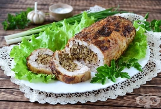 Пилешко руло с чесън, орехи и лук - изображение