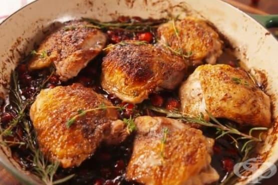 Пилешки бутчета с червени боровинки и розмарин - изображение