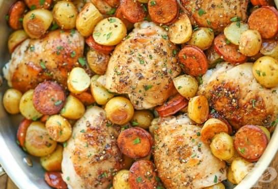 Пилешки бутчета с бира, наденица и картофи - изображение